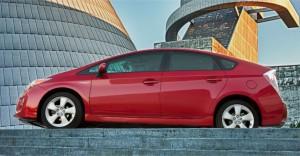 2014-Eco-Friendly-Toyota-Prius-Side-View