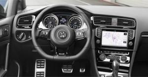 2015-Volkswagen-Golf-R-Interior-Crop