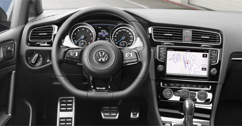 2015-Volkswagen-Golf-R-Interior-Crop