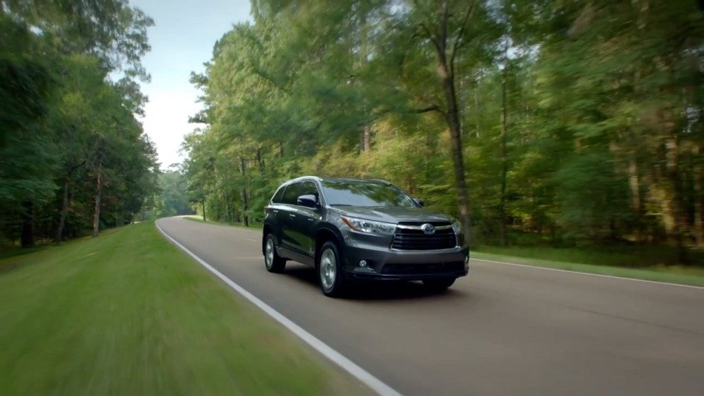 2014-Toyota-Highlander-Driving